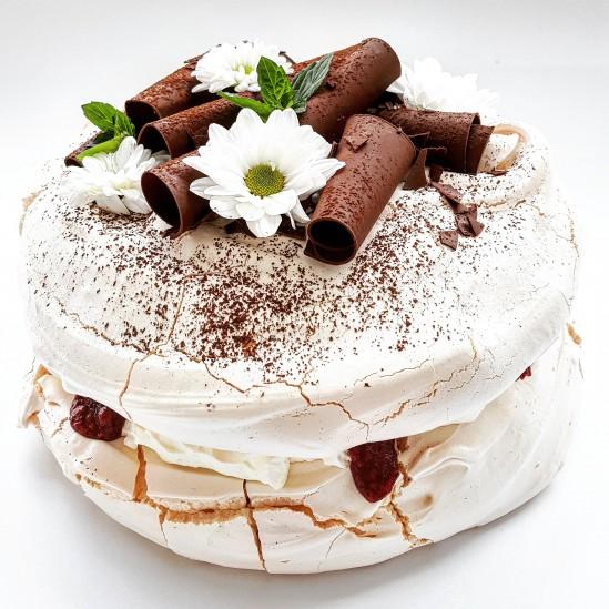 Tort bezowy malinowy