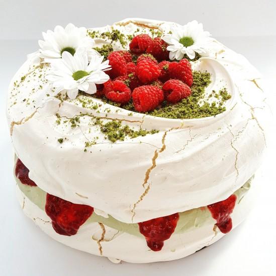 Tort bezowy pistacjowo - malinowy